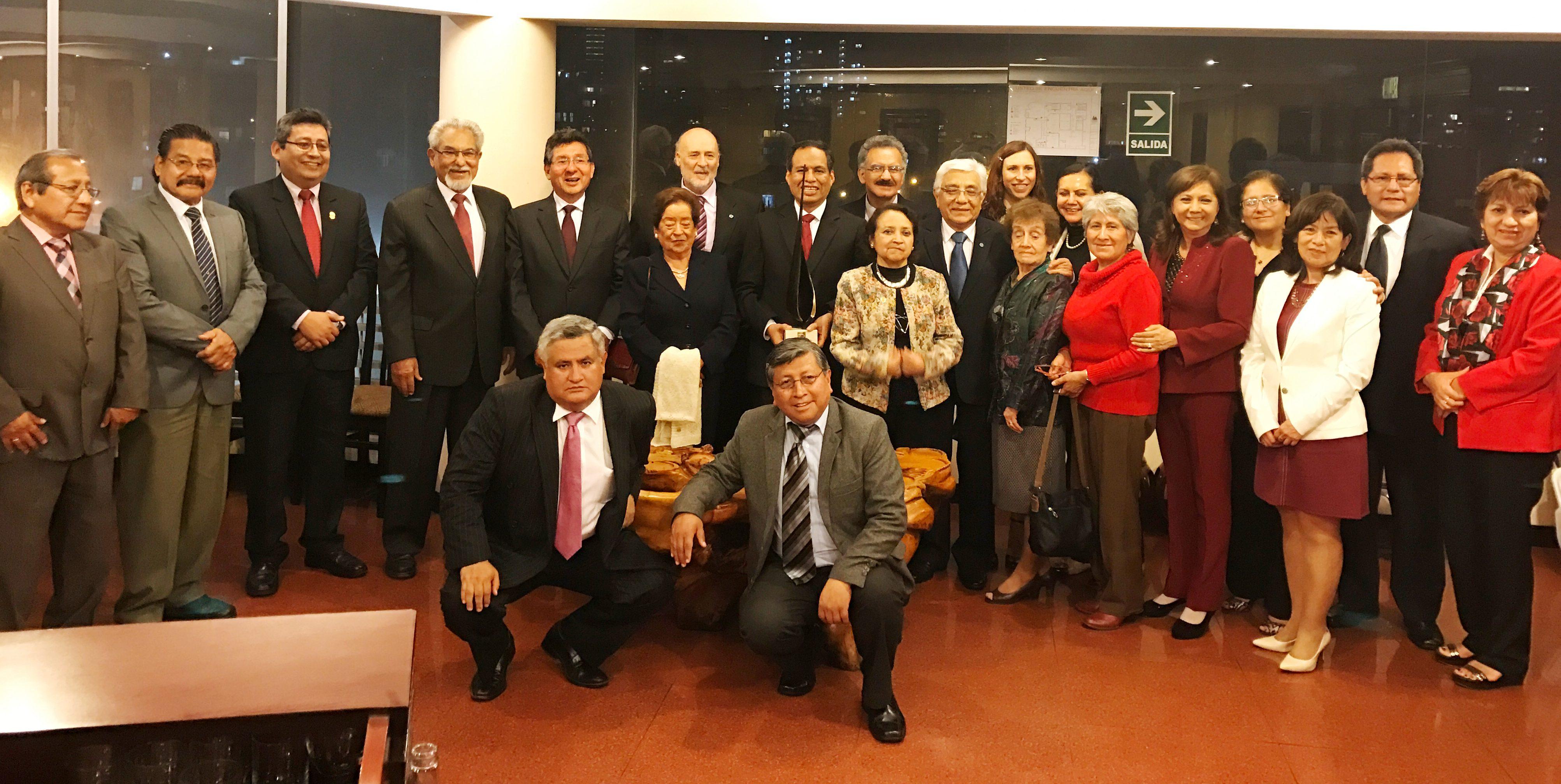 Los principales representantes del sector de la farmacia peruana asistieron al acto de entrega del XV Premio Eupharlaw-Ibercisalud en Lima