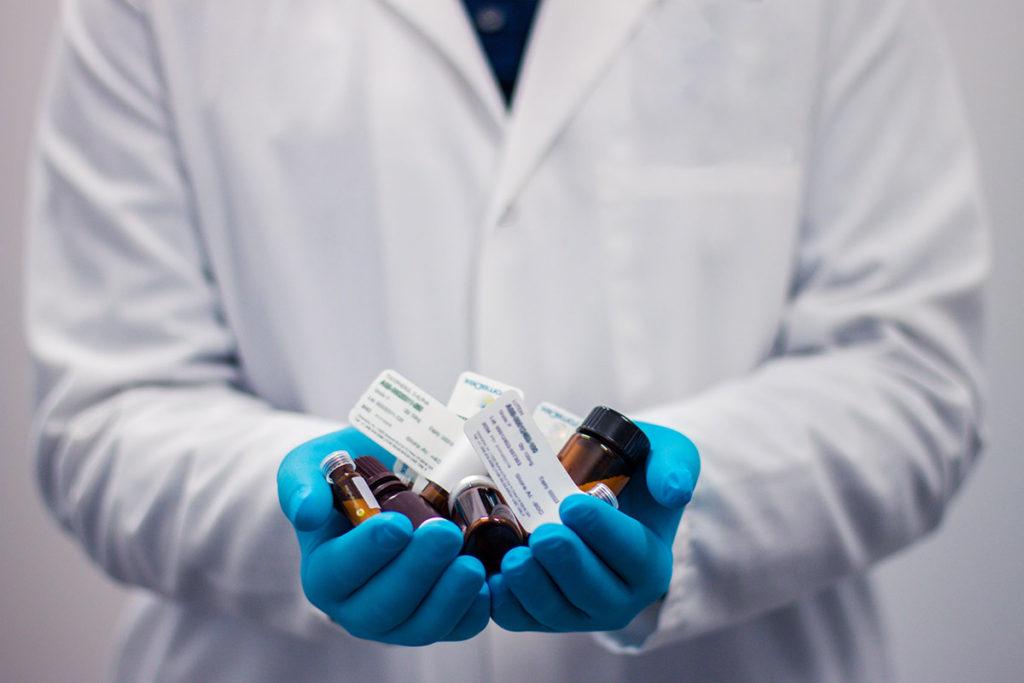 El incremento en la financiación del sistema sanitario y el acceso universal a los tratamientos, claves en la lucha contra el COVID-19