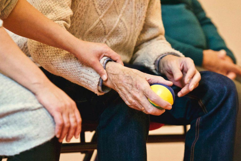 Sanitarios e investigación científica trabajan por asegurar el derecho a la salud de los mayores